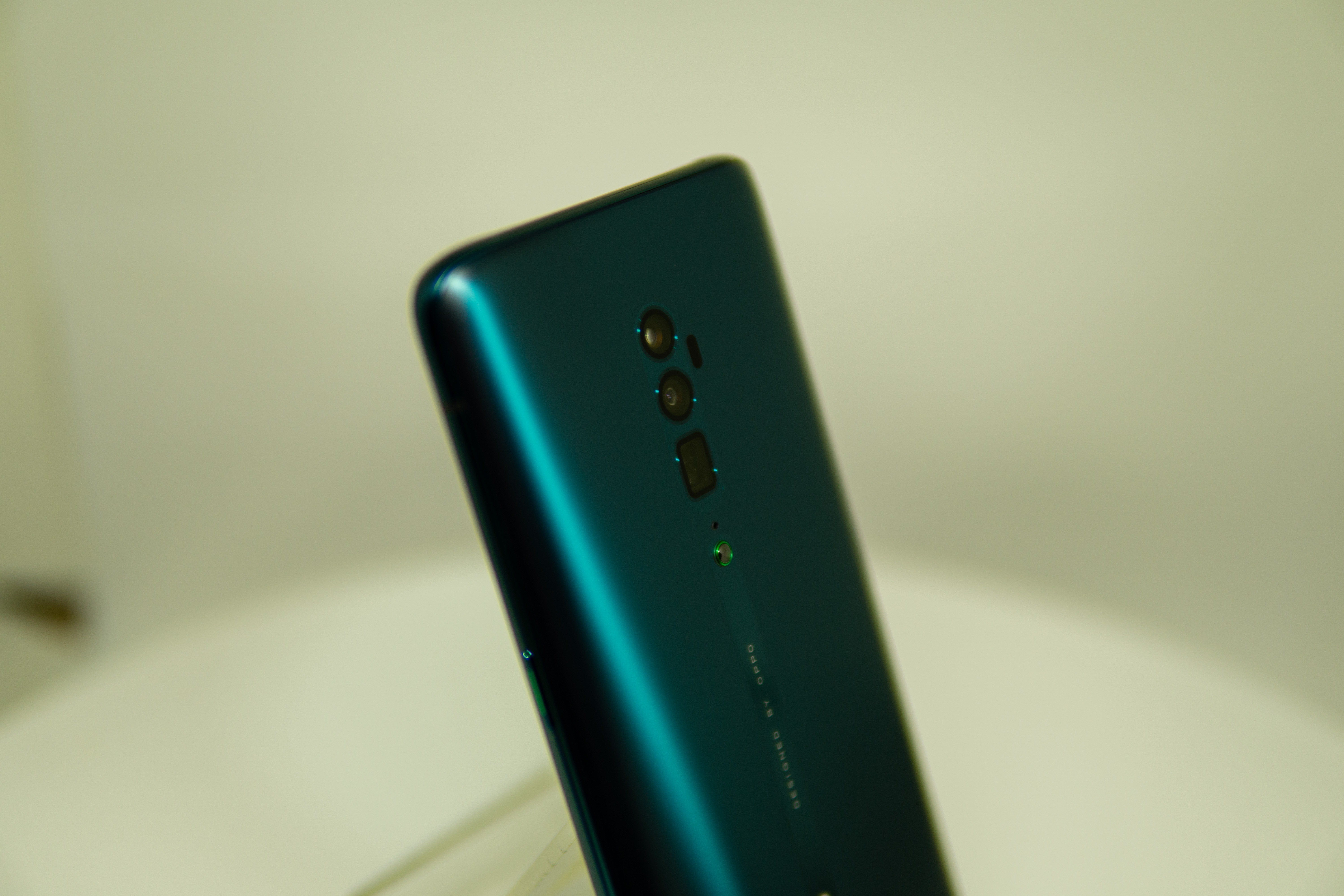 Review : Oppo Reno & Oppo Reno 10X Zoom - Which is for you